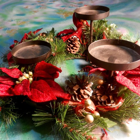VTG home decor holiday poinsettia candle ring